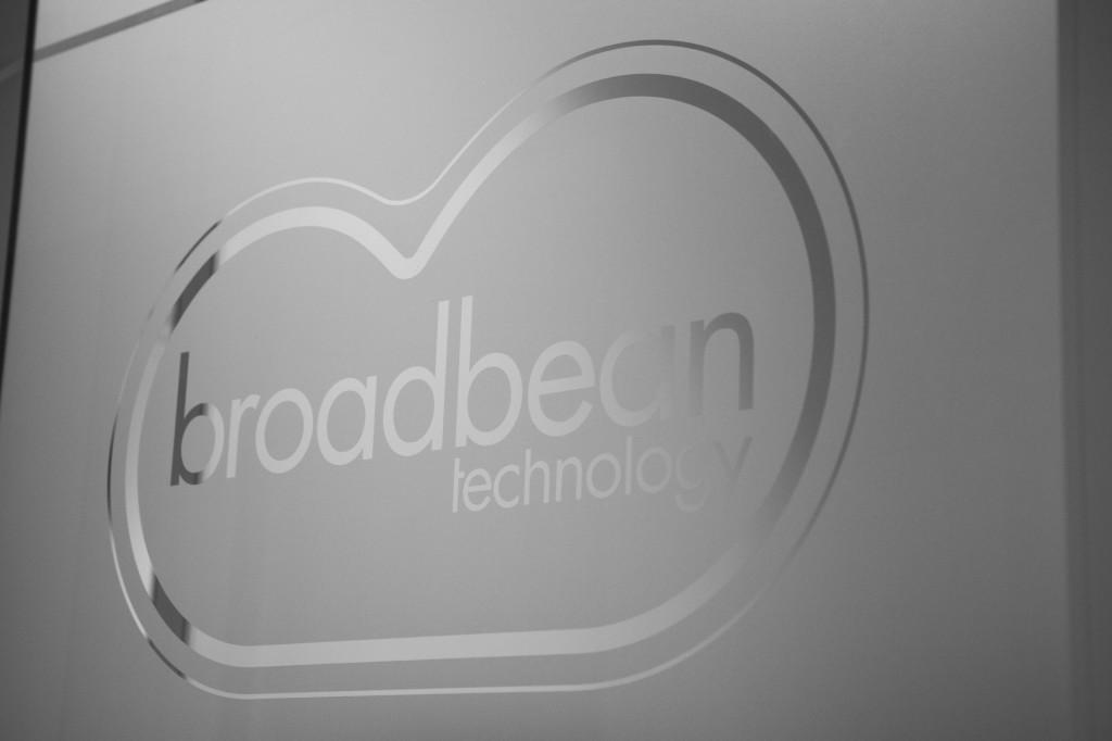 Opening BroadBean pand.